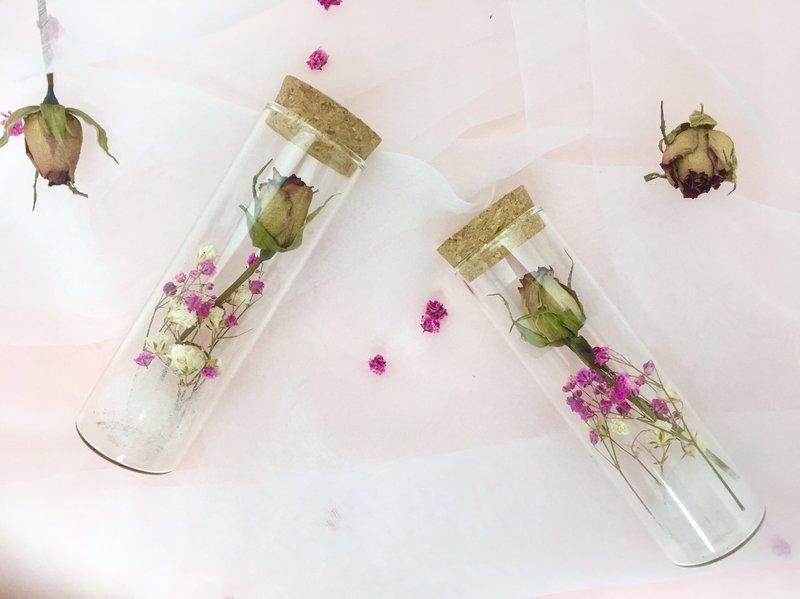乾燥玫瑰試管花作品
