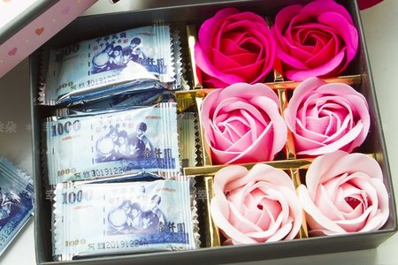 送你一萬二「千元大鈔巧克力+6朵香皂花禮盒」 婚禮小物