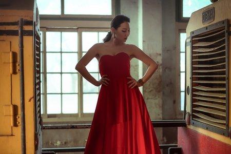 外拍華麗時尚浪漫婚紗 現正特價