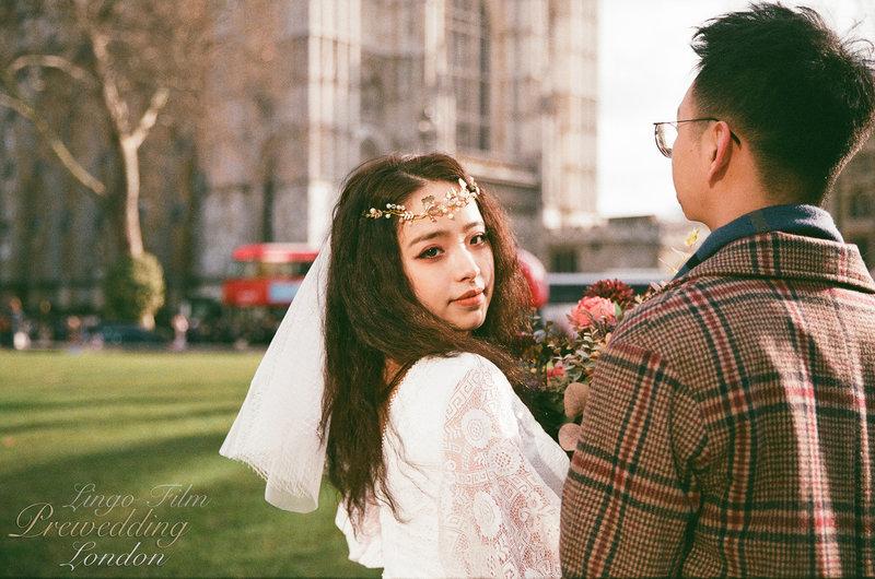 傳統底片婚紗的味道還是極度特別無法取代的:)