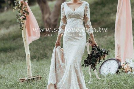[禮服精選] 細緻蕾絲-美式深V白紗
