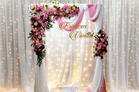 美式瀑布燈幔 搭配 美式仿真花慢紗拱門