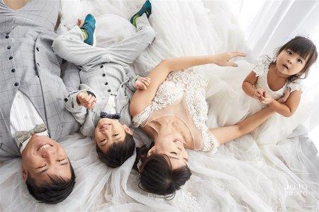 JOJO婚紗|溫馨自然風|全家服攝影|客照分享