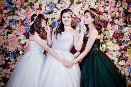 艾瑪婚紗 台中婚紗 學士服、婚紗閨蜜照