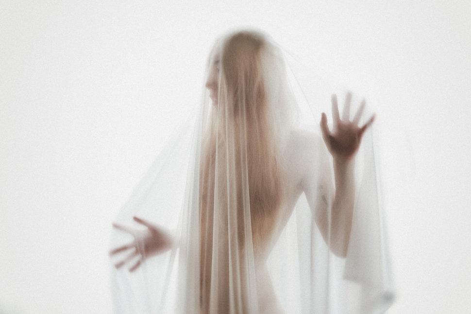 紡拓會展覽-形象海報拍攝 - LOOKin《結婚吧》