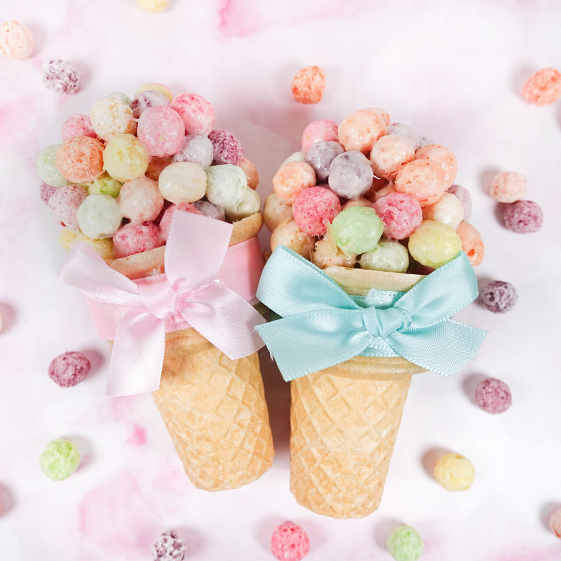 五彩繽紛脆球棉花糖冰淇淋