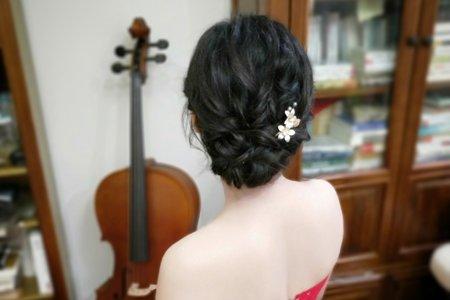 黑色細軟髮新娘造型