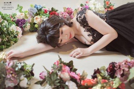 孕婦寫真作品-深V特色雕花連身裙