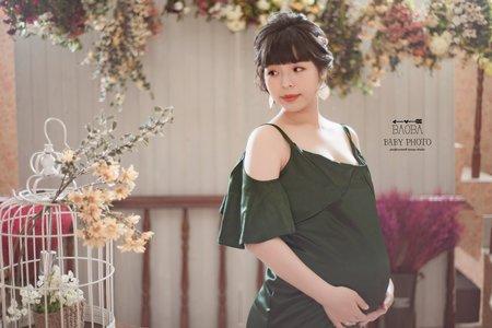 孕婦寫真作品-綠色緞面開衩性感連身裙