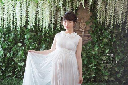孕婦寫真作品-領口雕花連身裙