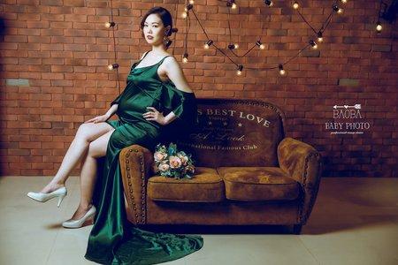 孕婦寫真作品-簡約風綠色連身裙