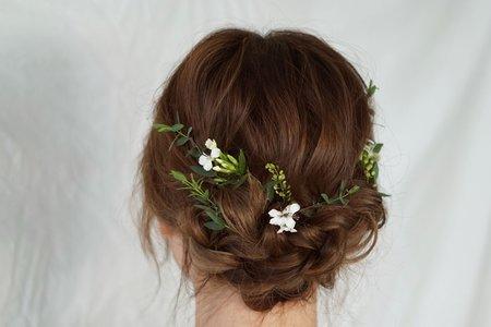 鮮花拉鬆低盤髮