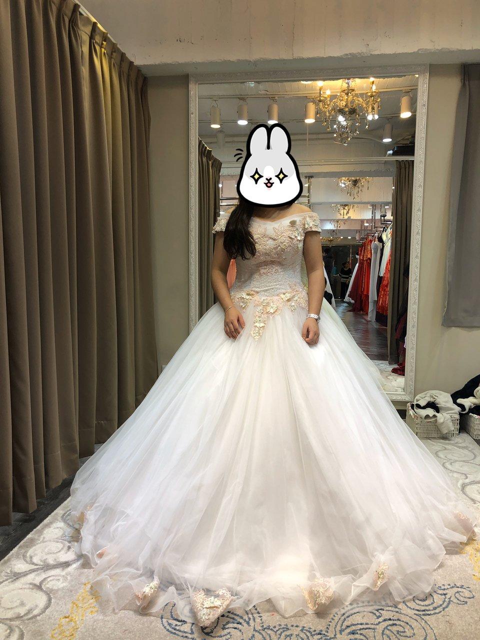 伊頓自助婚紗攝影工作室(新竹經國店),推薦伊頓自助婚紗的禮服租借服務
