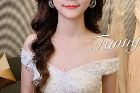 10/26❤️  超大日的一天 感覺全台灣都在結婚😂😂  好美的 惠惠  今天跟拍照又完全不同風格  白紗進場 誰說一定要皇冠 跟長頭紗呢  珍珠耳環 也太美了吧 ~~