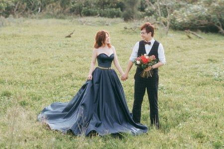 深藍緞面桃心領禮服