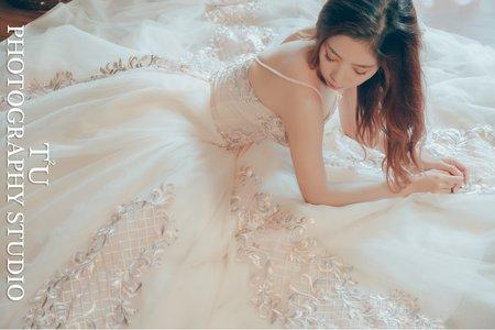 宮廷玫瑰淡橘色晚禮服