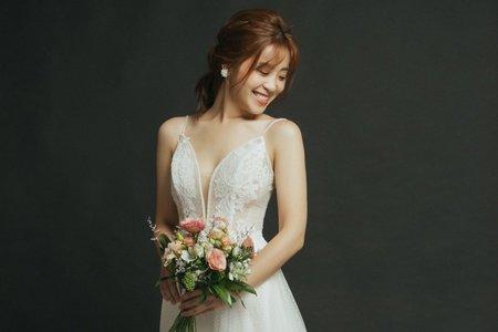 美式蕾絲細肩帶輕婚紗