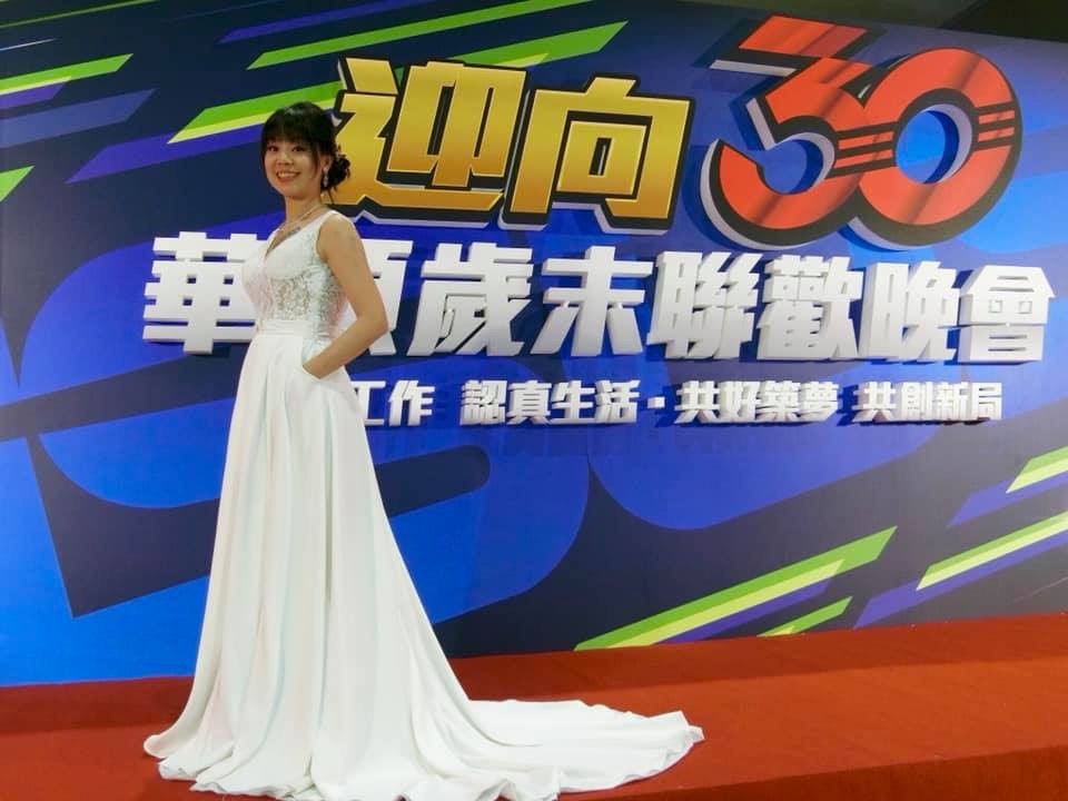 伊頓自助婚紗攝影工作室(台北西門店),尾牙頒獎禮服-黃子佼也驚艷款