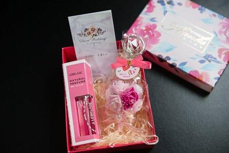 ✅手作玫瑰吊飾+小香水 ✅ --小禮盒