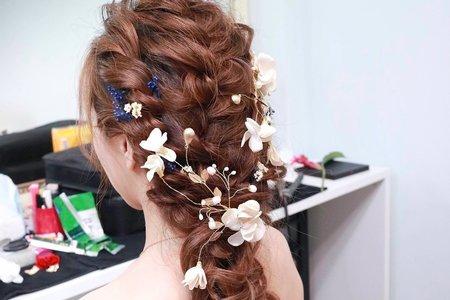 側邊浪漫放髮與公主編髮造型