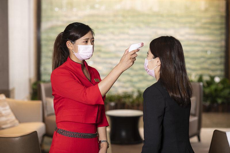 接待桌提供體溫檢測