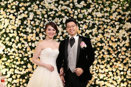 台北婚攝饅頭爸@君悅酒店-鮮花牆佈置 + 金箔禮服