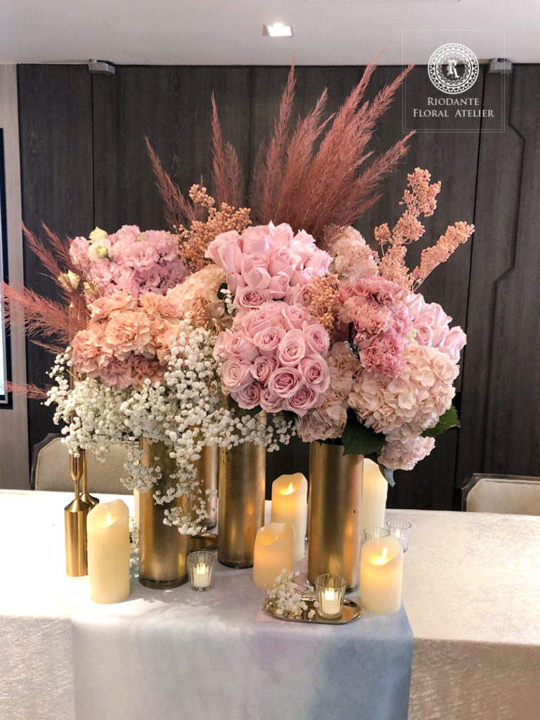接待桌花藝佈置 - 里甌丹特花藝訂製 婚禮佈置《結婚吧》