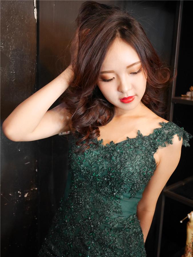 穿上綠色禮服,時尚度up~up