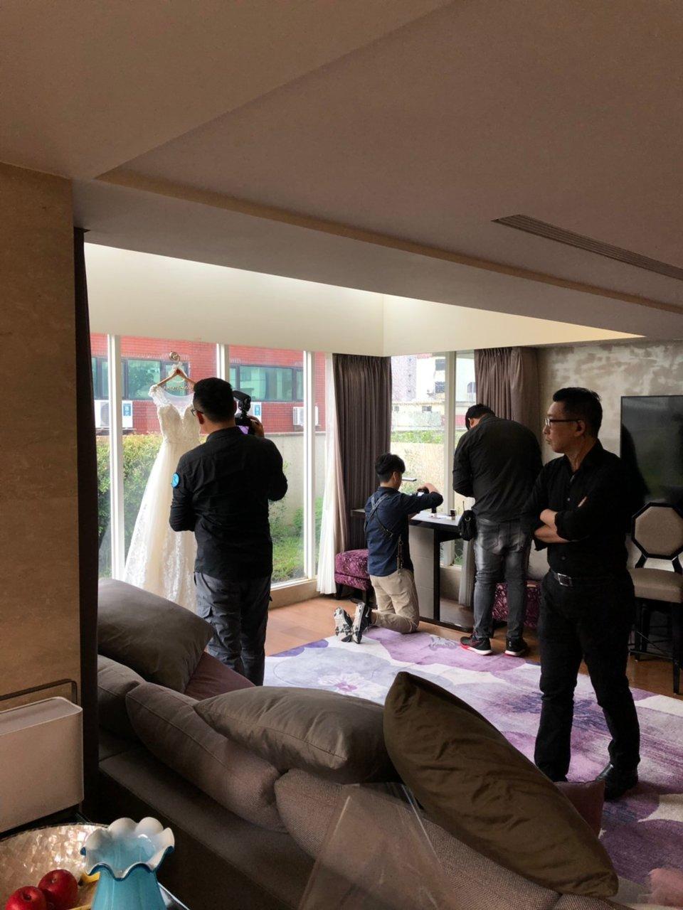婚攝罐頭 影像團隊(網路熱推 全台服務),拍攝專業又有顏值的罐頭歐巴