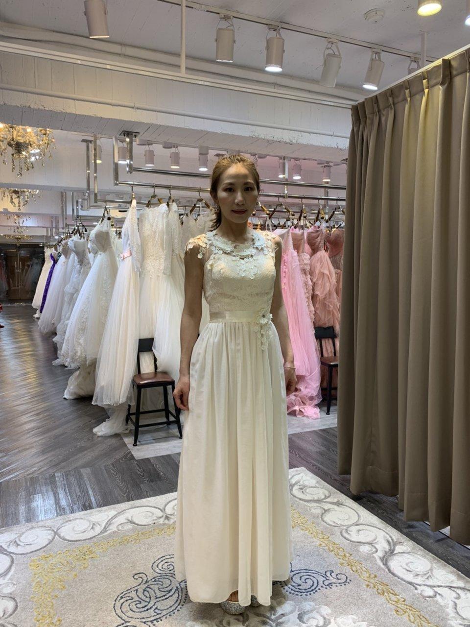 伊頓自助婚紗攝影工作室(新竹經國店),一日訂婚禮服試穿-伊頓自助婚紗-推推!
