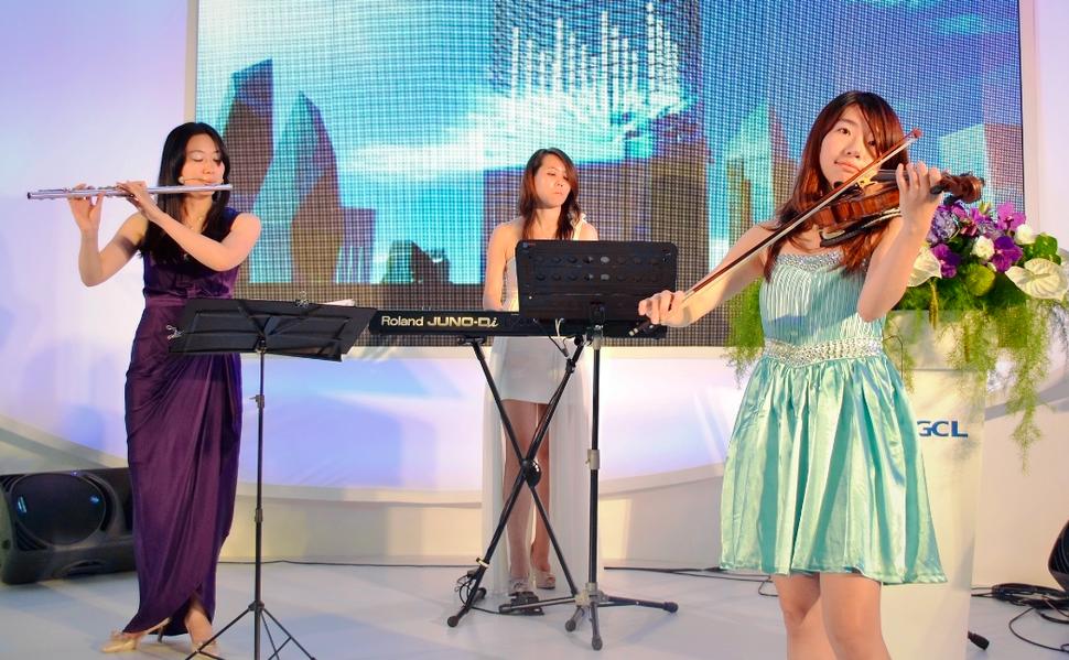 3人組純演奏樂團 世貿展演出1 - 范特希音樂 婚禮樂團/ 主持/ 企劃《結婚吧》