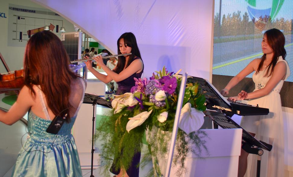 3人組純演奏樂團 世貿展演出2 - 范特希音樂 婚禮樂團/ 主持/ 企劃《結婚吧》