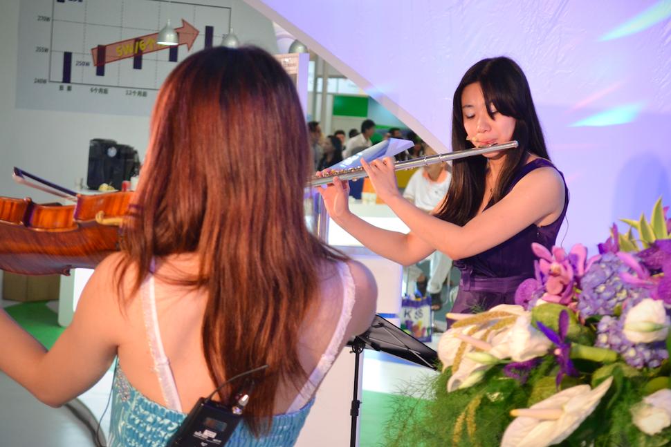 3人組純演奏樂團 世貿展演出3 - 范特希音樂 婚禮樂團/ 主持/ 企劃《結婚吧》